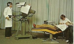 1971 etablerer Århus Tandlægehøjskole et farve tv studie.