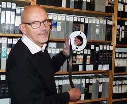 Digitaliserinsprojektet i Ishøj nærmer sig sin afslutning og alle kan ånde lettet op. Det lykkedes at redde 30 års lokal-tv-optagelser, og borgerne kan nu opleve Ishøjs nyere historie på YouTube og måske gense sig selv for 30 år siden. Foto: Torben Höyer-Andersen.