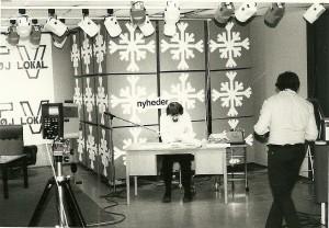 Peter Kay skriver manuskript i studiet i A_Z kælder 1975.